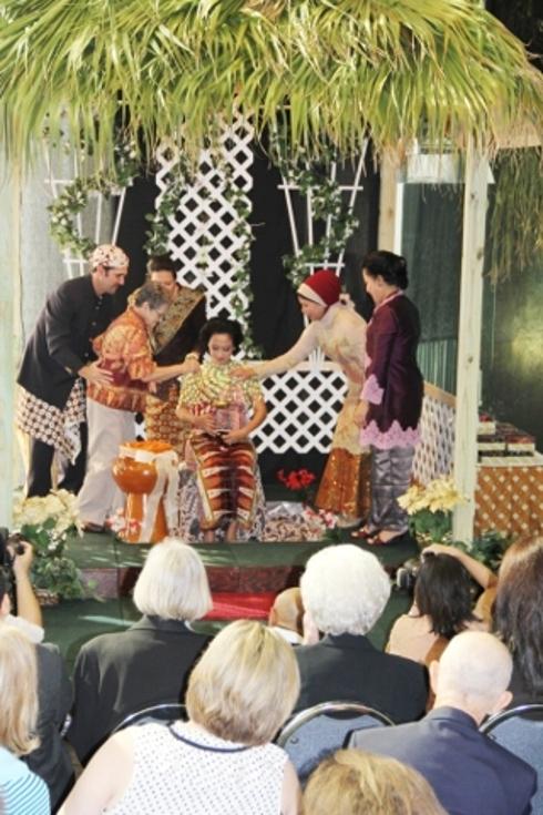 Pelaksanaan upacara siraman tujuh bulan di kjri houston as