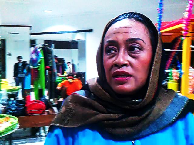 "Renny Djajusman yang memerankan Mbok Tumi, ibu dari Timun Mas"""