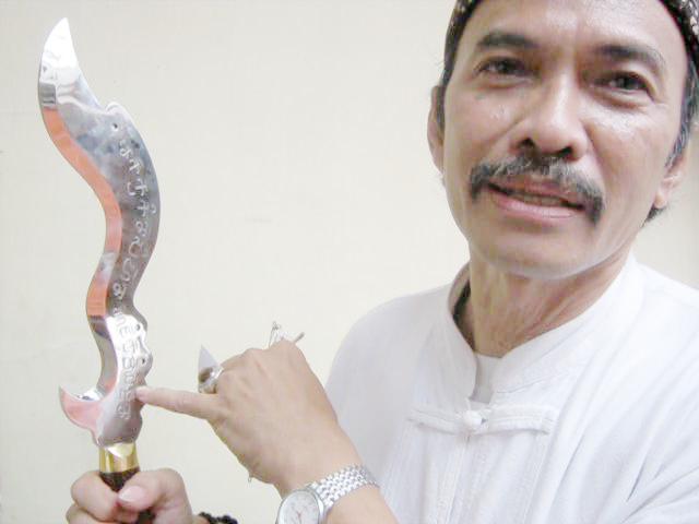 """Salah Satu Contoh Jenis Kujang Kiwari…"""" Photo By : Red NRMnews.com"""