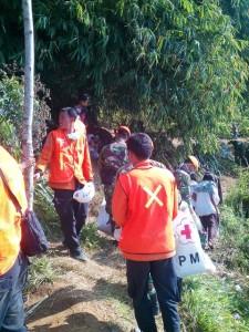 """""""...Ilustrasi Tim SAR saat Melakukan Operasi Pencarian Orang Hilang di Wilayah Pegunungan..."""" Photo By : Red NRMnews.com"""