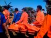 """""""...Ilustrasi Evakuasi Jenazah Korban Musibah dan Kecelakaan Oleh Anggota Tim Basarnas (Badan Sar Nasional)..."""" Photo By : Red NRMnews.com"""
