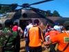 """""""...Prajurit TNI bersama Tim Basarnas, saat Melakukan Evakuasi Korban Musibah Korban Kecelakaan Pesawat..."""" Photo By : Red NRMnews.com"""