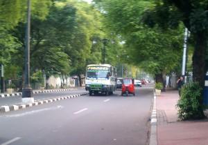 """""""...Bis Kopaja Saat Beroperasi di Jalan Raya..."""" Photo By : Red. NRMnews.com"""