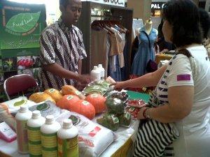 """""""...Ilustrasi Berbagai Produk Lokal UMKM di Ajang Pameran..."""" Photo By : Red NRMnews.com"""