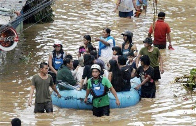 """""""...Ilustrasi Evakuasi Korban Banjir..."""""""