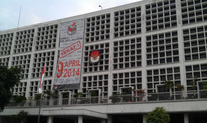 """""""...Gedung Kantor Komisi Pemilihan Umum, Jln. Imam Bonjol, Jakarta..."""" Photo By : Red NRMnews.com"""