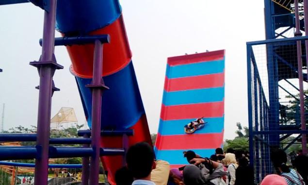 """""""...Seluncuran Boomerang Slide yang Mendebarkan dan menjadi Unggulan WKM..."""""""