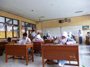 """""""...Ilustrasi Kegiatan Belajar Mengajar Siswa Sekolah Menengah Atas..."""" Photo By : Red NRMnews.com"""