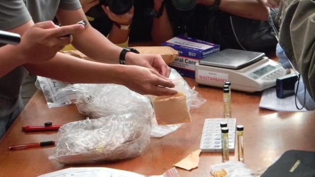 """...Barang bukti Sedang Diuji Ulang di Hadapan Wartawan..."" Photo By : Red NRMnews.com"