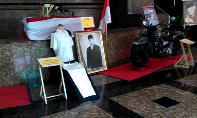 """...Koleksi Barang Bersejarah peninggalan HM Soeharto ketika berpangkat Letkol..."" Foto by : Red NRMnews.com"