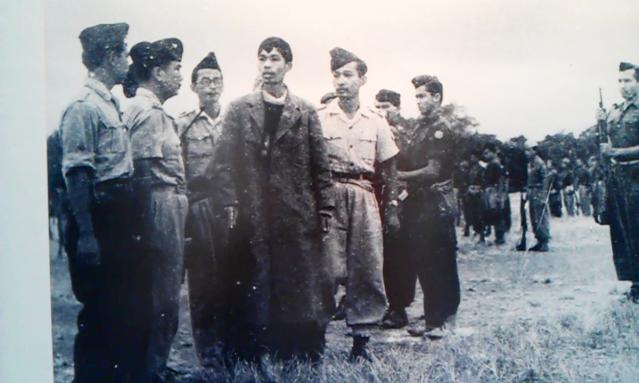 """""""...Salah satu koleksi foto saat Jenderal Besar Soedirman didampingi Letkol Soeharto kembali memasuki ibukota..."""" Foto by """"Red NRMnews.com"""