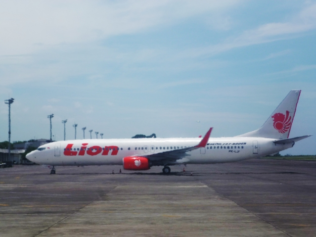 """...Pesawat Lion Air Boeing 737-800..."" Photo By : Red NRMnews.com"
