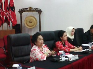 """...Ketua Umum PDIP, Megawati Soekarno Puteri (kiri)..."" Photo By : Red. NRMnews.com"
