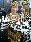 """""""...Ilustrasi Pakaian Adat Tradisional Suku Dayak Kalimantan..."""" Photo By : Red.NRMnews.com"""