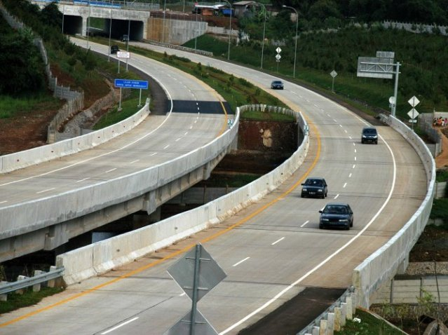 """...Ilustrasi Jalan Tol sebagai Sarana Infrastruktur..."""