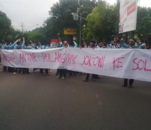 """...Aksi Demo Mahasiswa yang Kecewa dengan Kepemimpinan Jokowi-JK..."" Photo By : BEM FP UNS"