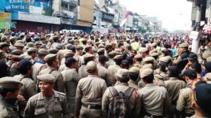 """...Satpol PP Bersiap Menertibkan Bantaran Kali Ciliwung di Bukit Duri..."" Photo By : Red NRMnews.com"