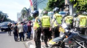 """""""...Ilustrasi Anggota Kepolisian, saat Pengamanan Aksi Unjuk Rasa..."""" Photo By : Red.NRMnews.com"""