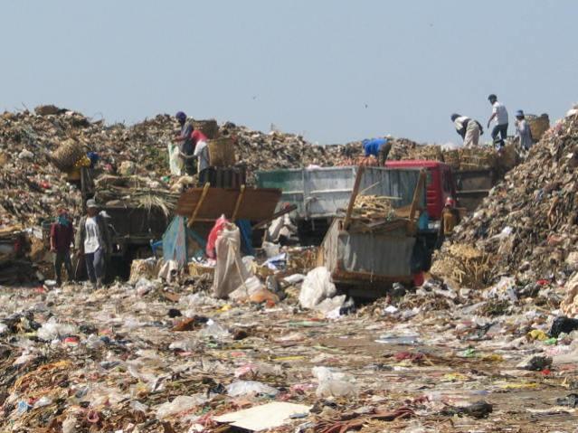 """""""...Ilustrasi Tempat Pembuangan Akhir Sampah, Sebelum Proses Pengolahan..."""" Photo By : Red.NRMnews.com"""