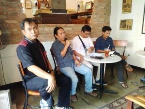 """""""...Para Anggota Yayasan SatuDunia, saat Menyampaikan Pendapatnya..."""" Photo By : Red.NRMnews.com"""