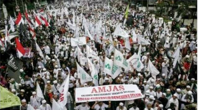 """""""...Aksi Unjuk Rasa Ormas Islam Terkait Pernyataan Gubernur DKI Jakarta, Basuki Tjahaja Purnama (Ahok), jum'at (14/10/2016)..."""""""