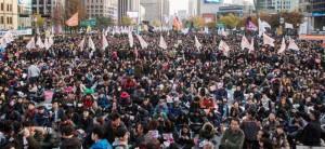 """""""...Puluhan Ribu Demonstran, saat Menuntut Pengunduran Diri Presiden Korea Selatan, Park Geun Hye...."""""""