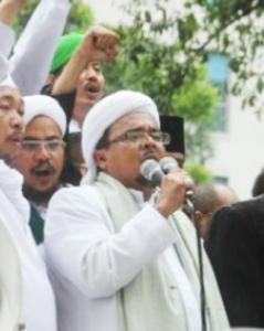 """...Habib Rizieq Shihab, Imam Besar FPI, saat Berorasi...."""