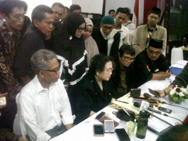 """...Rachmawati Soekarnoputri Bersama Ormas Islam yang Tergabung dalam Gerakan Nasional Pengawal Fatwa Majelis Ulama Indonesia (GNPF-MUI)...."" Photo By : Red.NRMnews.com"