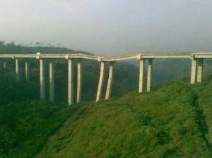 """...Foto Hoax Kemiringan Jembatan Cisomang Akibat Pergeseran Tanah..."""