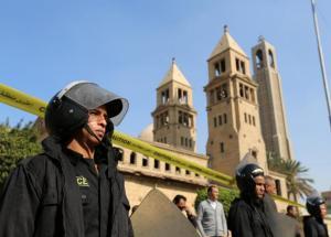 """""""...Polisi menjaga ketat area  Gereja Katedral Ortodok St. Mark Mesir..."""""""
