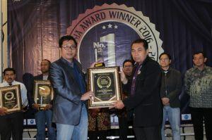"""""""...Yakar Hondro Menerima Penghargaan The Winner Award 2016 di Bali..."""""""
