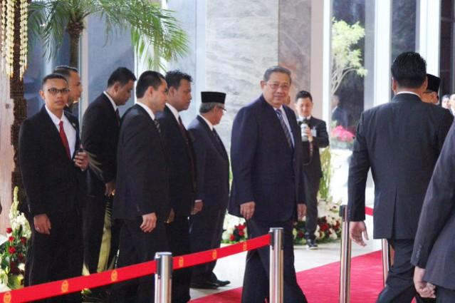 """...Mantan Presiden Susilo Bambang Yudhoyono Beserta Undangan, Saat Menghadiri Penyambutan Raja Salaman di Gedung DPR/MPR RI, Jakarta...."""